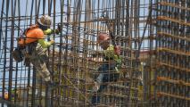 """""""No están solos"""": anuncian medidas para combatir la discriminación laboral y proteger a trabajadores inmigrantes"""