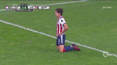 ¡No, Fierro! Chivas se perdió el 2-0 en un mano a mano con Fraga