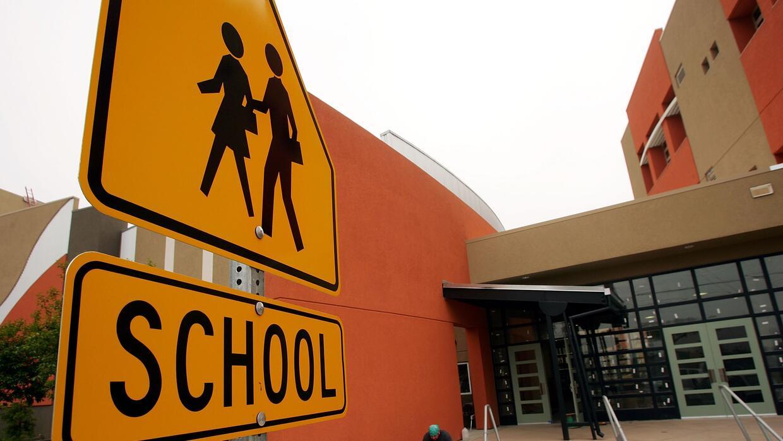 Detienen a estudiante de San Antonio por llevar un arma de fuego a una escuela superior - Univision