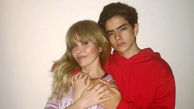El hijo que Gloria Trevi tuvo cuando estaba presa en Brasil se lanza como cantante y comparte un abreboca
