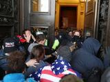 """Influencia política de EEUU para promover la democracia """"pereció"""" con asalto al Capitolio: analista"""