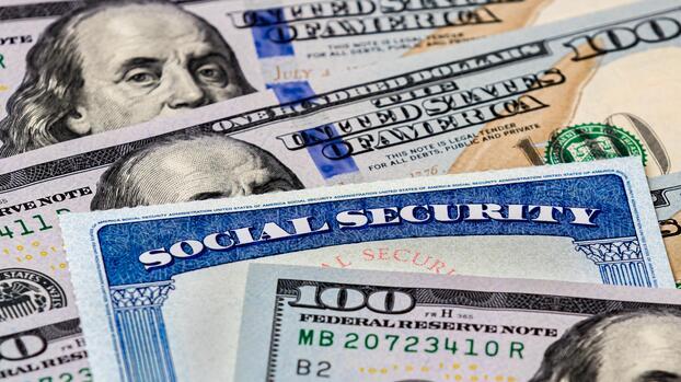 Esto recomienda el IRS a matrimonios de estatus migratorio mixto para reclamar sus cheques de estímulo
