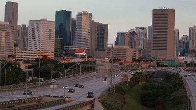 Los cielos despejados y las temperaturas cálidas se quedan en Miami para la noche de este martes