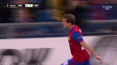 ¡GOOOL! Fabian Frei anota para Basel