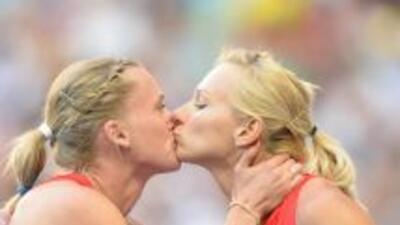 Polémico beso entre rusas en el Mundial de Atletismo como protesta de ley antigay