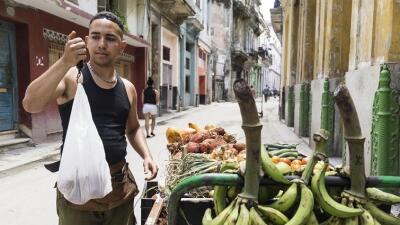 Game Over o el extenuante juego de los carretilleros en La Habana