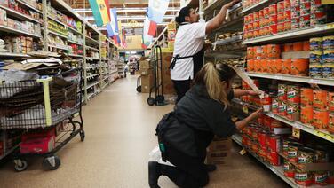 Coronavirus: Proponen un aumento de $4 para el personal esencial en Santa Ana