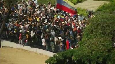 Venezolanos respaldan el llamado del presidente interino de Venezuela y se mantienen en las calles