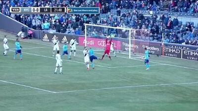 Enorme jugada de David Villa provoca descontrol en defensa del Galaxy y NYCFC toma la delantera