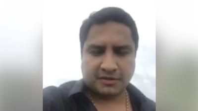 Julión Álvarez intenta hacer un Facebook Live, sin éxito, después de ser vinculado con el narco