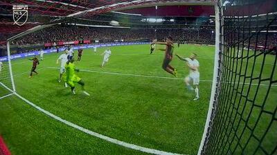 Con un letal cabezazo 'Pity' Martínez abre el marcador a un minuto del final, Atlanta 1-0 DC United