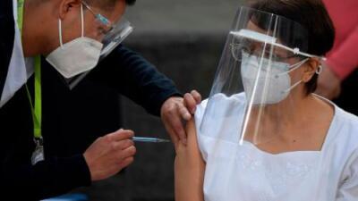 México comienza la vacunación contra el coronavirus, el primer país en América Latina