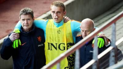 Klaas-Jan Huntelaar le rompe la nariz a su compañero Jasper Cillessen en entrenamiento