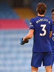 Al minuto 90+2, Marcos Alonso le da la victoria 1-2 al Chelsea y los Blues ya son el tercer lugar en la tabla de la Premier League.
