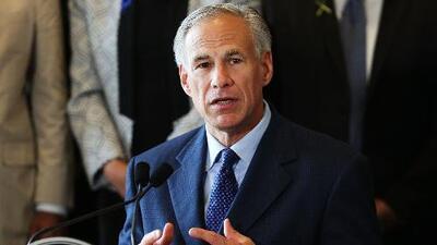 Gobernador de Texas cree que todas las personas detenidas por ICE son criminales