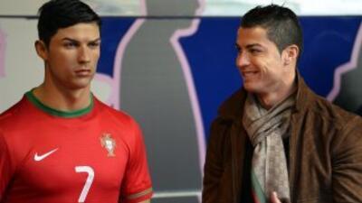 Cristiano Ronaldo conoce a su réplica en el Museo de Cera