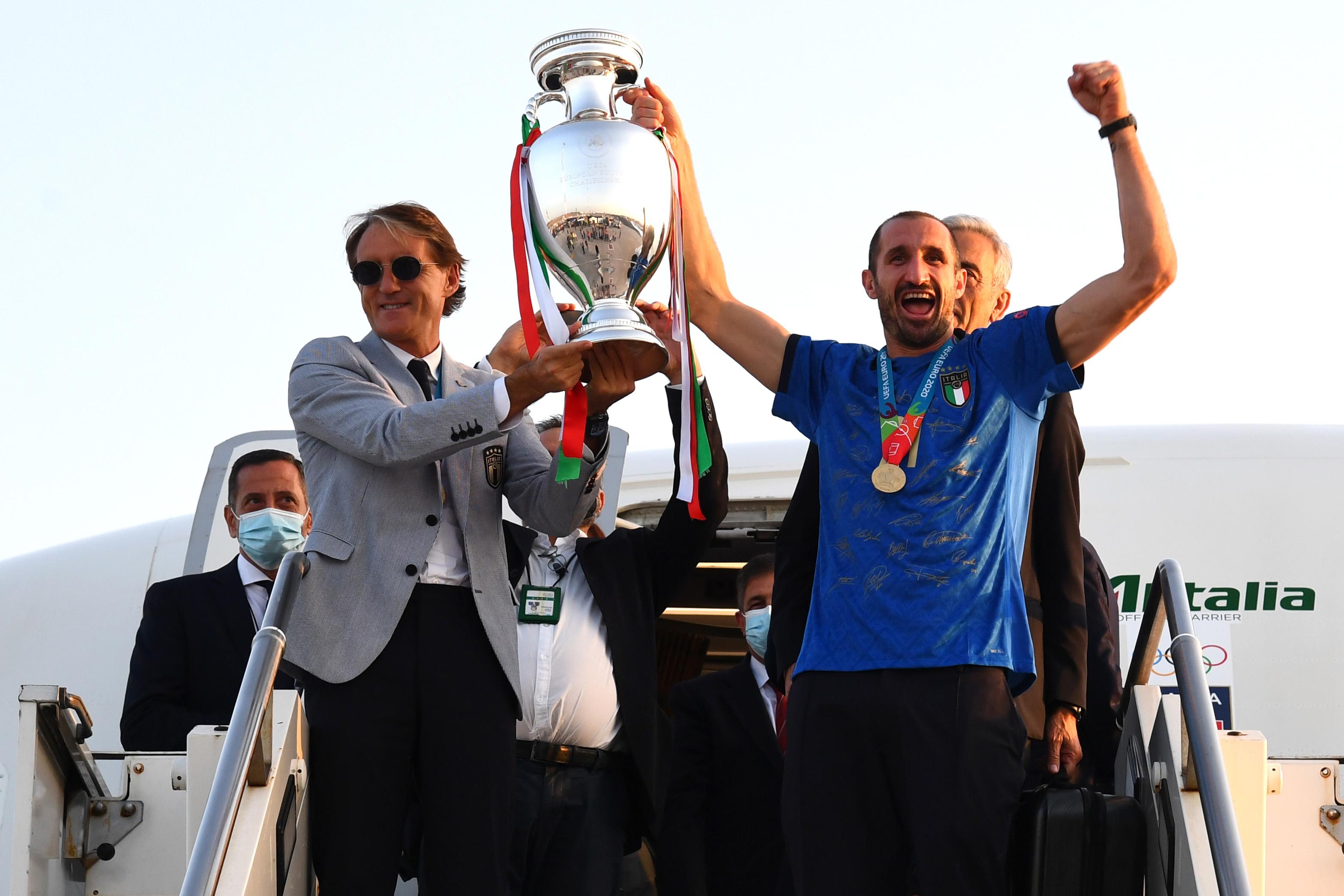 El campeón Italia de la Euro 2020 ya está en Roma para festejar título    Deportes UEFA Euro 2020   TUDN Univision
