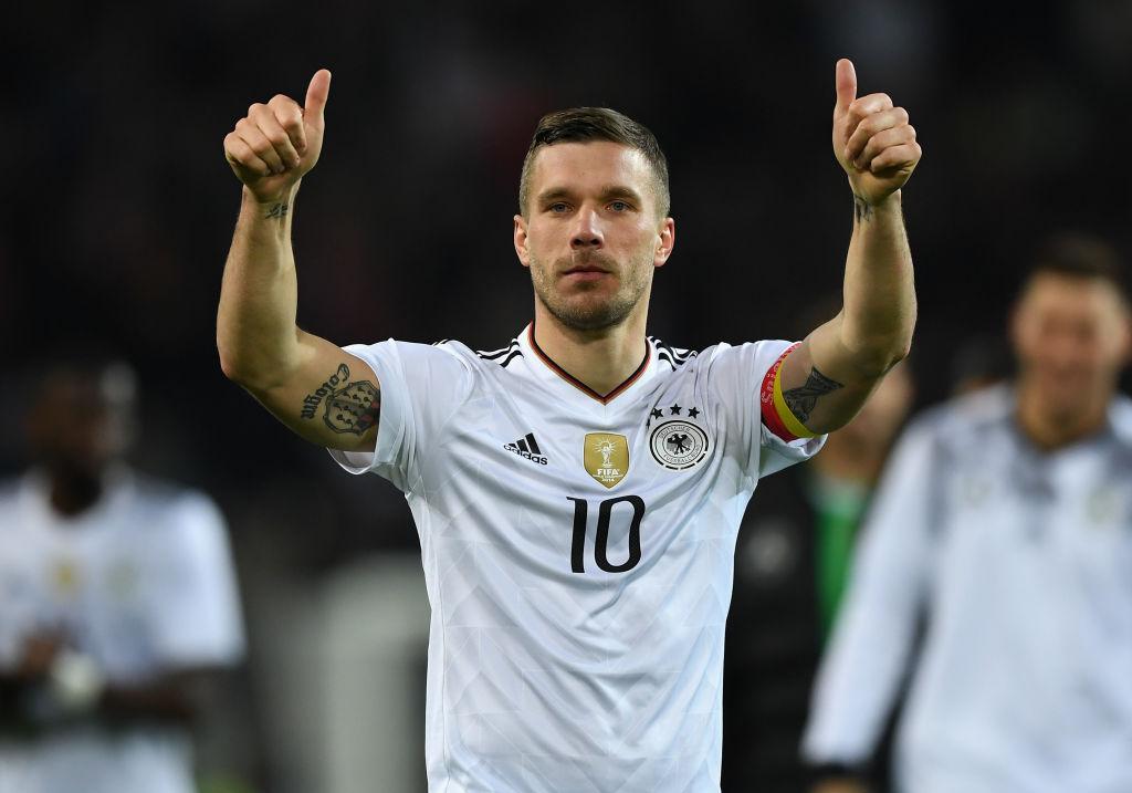 El futbolista Lukas Podolski demandará al portal de noticias de ultra  derecha Breitbart   Deportes Fútbol   TUDN Univision