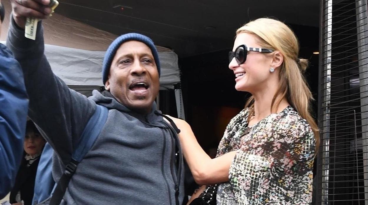 Paris Hilton salió tan feliz del cumpleaños de su mamá que regaló dinero a un desconocido