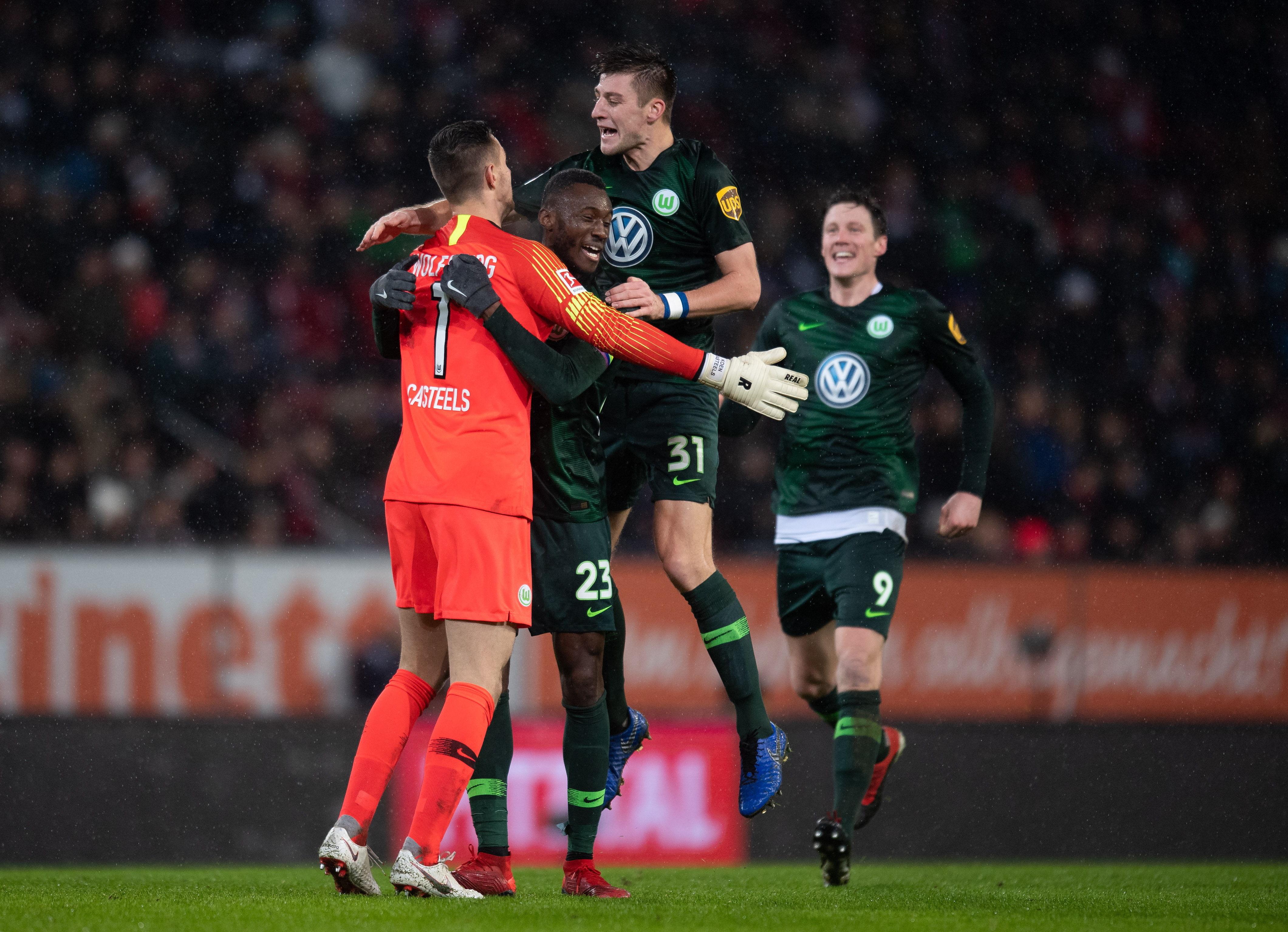 En fotos: Wolfsburgo logró un triunfo agónico en casa del Augsburgo