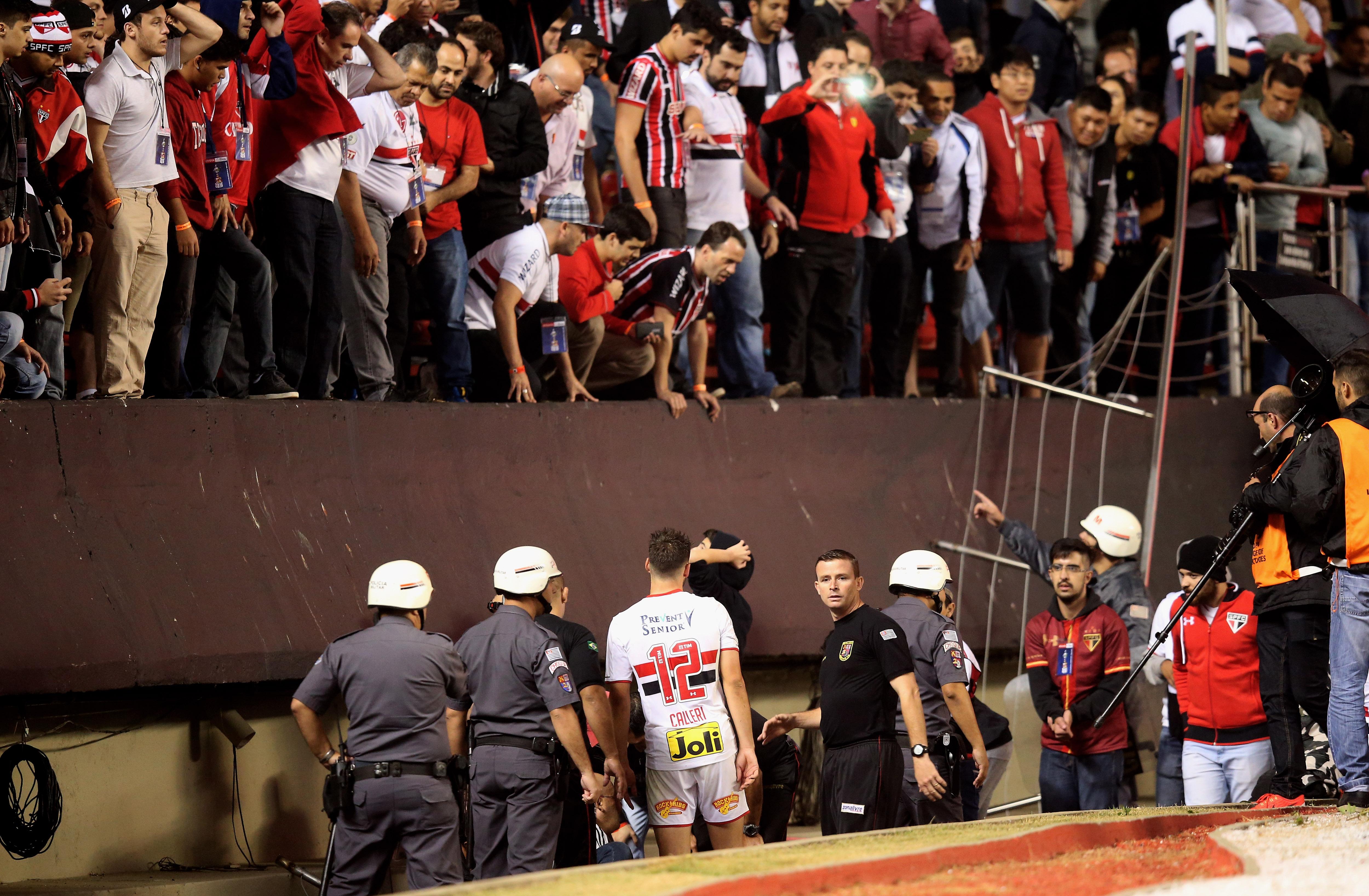 Lesionados en el Morumbí tras desplomarse una grada durante el juego de Sao Paulo