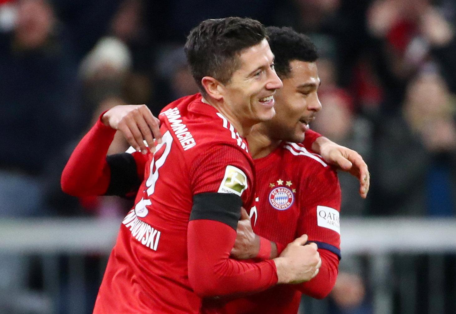 En fotos: Bayern Múnich vence al Schalke 04 y sigue a la caza del Borussia Dortmund
